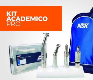Mochila azul a direita, com quatro equipamentos no centro e um estojo à esquerda com os dizeres: Kit Acadêmico PRO